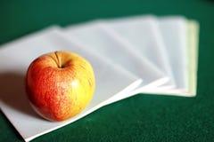 Stylo grunge de pomme de pile de livre d'éducation de photo d'effet Photo libre de droits