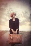 Stylowa młoda kobieta z walizką Zdjęcia Royalty Free