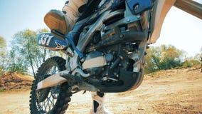 Stylu wolnego motocykl dostaje zaczynał brać daleko od hamulców zdjęcie wideo