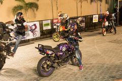 Stylu wolnego motocyklu wyczyn kaskaderski, India roweru tydzień Fotografia Royalty Free