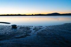 Styrka av Tauranga soluppgång över hamn Arkivfoto
