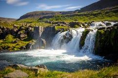 Styrka av vattenfallet med den gröna naturen Royaltyfria Bilder