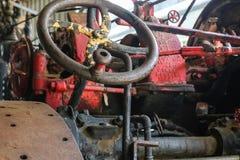 Styrninghjul på den gamla traktoren Royaltyfri Fotografi