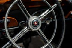 Styrninghjulet av den lyxiga bilen Mercedes-Benz Typ 290 W18, 1933 Arkivbilder