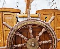 Styrningshjul av en yacht Arkivbilder