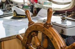Styrningshjul av shipen Arkivbilder