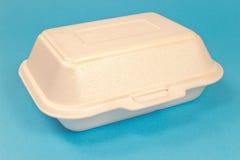 Styrofoam pudełko dla jedzenia na błękicie fotografia royalty free