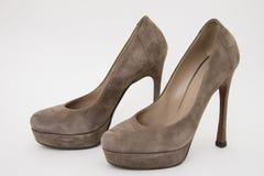 Suède grijze schoenen stock afbeeldingen