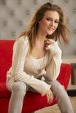 Suéter blanco modelo joven Fotos de archivo libres de regalías