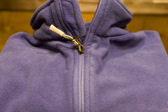 Suéter plegable lanoso púrpura Fotos de archivo libres de regalías