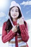 Suéter que lleva del estudiante femenino de la High School secundaria Imagen de archivo libre de regalías