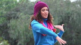 Suéter que lleva que habla de la muchacha adolescente emocionada metrajes