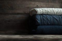 Suéteres blancos y azules Foto de archivo libre de regalías