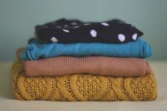 Suéteres coloridos del invierno Imagen de archivo