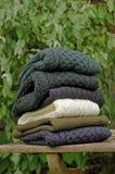 Suéteres del invierno de los hombres irlandeses tradicionales de las lanas Fotos de archivo