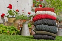 Suéteres del invierno de los hombres irlandeses tradicionales de las lanas Imagenes de archivo