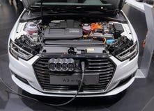 Suíça; Genebra; 8 de março de 2018; Audi A3 e-Tron que está sendo carregado Fotos de Stock