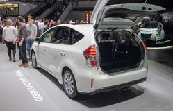 Suíça; Genebra; 8 de março de 2018; Toyota Prius mais o vagão Hybr fotografia de stock royalty free