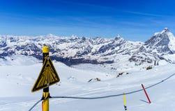 Suíça suíço de Zermatt da paisagem das montanhas dos cumes Foto de Stock