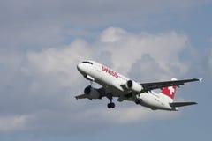 Suíço Airbus A-320 no aeroporto LJMB de Maribor Imagens de Stock Royalty Free