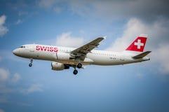 Suíço Airbus A-320 no aeroporto LJMB de Maribor Fotografia de Stock