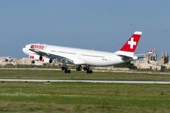 Suíço A340 em voos do treinamento Fotografia de Stock