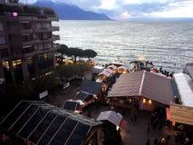 2017 suíços de Montreux do 24 de novembro - vista aérea do mercado do Natal e da cidade velha em Montreux, Suíça Fotos de Stock Royalty Free