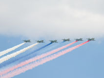6 Su-25 увольняло цвета дыма русского флага, Москвы Стоковое Фото