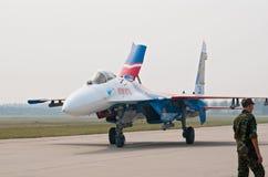 Su-27 van taxis van Russkie Vityazi na het landen Royalty-vrije Stock Afbeeldingen
