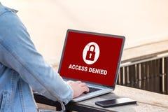 Su acceso se niega en el concepto de la pantalla del ordenador portátil, sistema de seguridad de la protección Imágenes de archivo libres de regalías