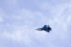 SU - 27 cavaleiros aerobatic do russo da equipe do russo Imagem de Stock