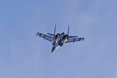 SU - 27 cavaleiros aerobatic do russo da equipe do russo Fotografia de Stock