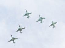 SU-25 cm im Himmel über Moskau Lizenzfreie Stockbilder