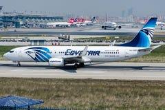 SU-GDE EgyptAir,波音737-866 免版税库存照片