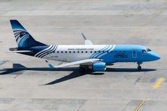 Su-GDK EgyptAir Uitdrukkelijk Embraer 170-100LR Stock Afbeelding