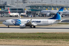SU-GEE EgyptAir, Boeing 737-866 Arkivbild
