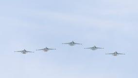 Su-25 im Himmel über Moskau Lizenzfreies Stockfoto