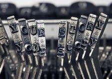 SU máquina de escribir de la HISTORIA martilla monocromático imágenes de archivo libres de regalías