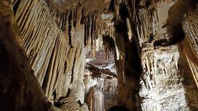 Su Mannau洞-在撒丁岛成碳酸盐形成一部管风琴的钟乳石 免版税库存照片