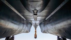 Su-27 myśliwa dolny widok podwozia i metalu ciało fotografia stock
