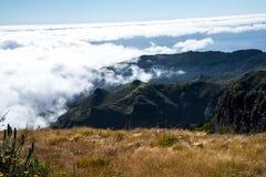 Su Pico faccia Arieiro, d'altezza a 1.818 m., è picco del ` la s terza dell'isola del Madera più alto Immagine Stock