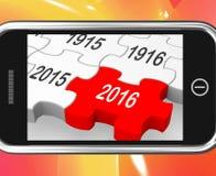 2016 su Smartphone che mostra le visioni future Fotografie Stock