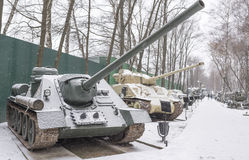 SU-100 - Sovjetiskt självgående artilleri (1943), (snöa) Royaltyfria Bilder