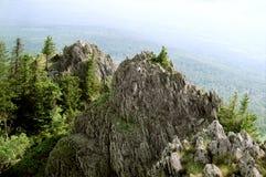 Su una cima della montagna fotografie stock