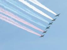 Su-25 versie gekleurde rook Stock Foto's