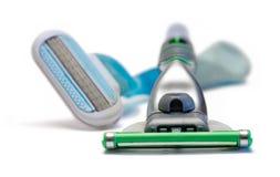 Su y su maquinilla de afeitar que afeita Foto de archivo libre de regalías