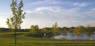 Sua comunidade: Uma vizinhança suburbana bonita Fotografia de Stock
