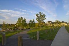 Sua comunidade: Uma vizinhança suburbana bonita Fotos de Stock Royalty Free
