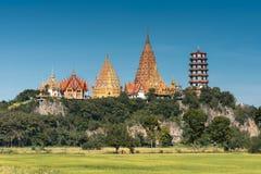 Sua do tham de Wat perto da cidade de Kanchanaburi em Tailândia central Fotos de Stock Royalty Free