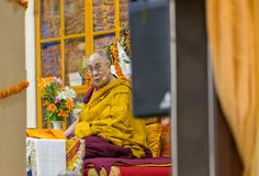 Sua santidade os 14 Dalai Lama Tenzin Gyatso dá ensinos em sua residência em Dharamsala, Índia imagens de stock